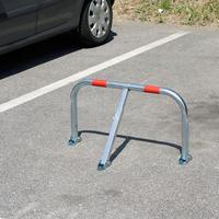 Daussoulx / Pose d'arceaux sur les places de parking